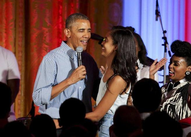 Obama bans Christmas party, several controversies related to Covid- Corriere.it