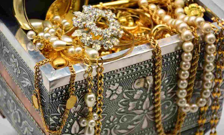 300 thousand precious gold coins