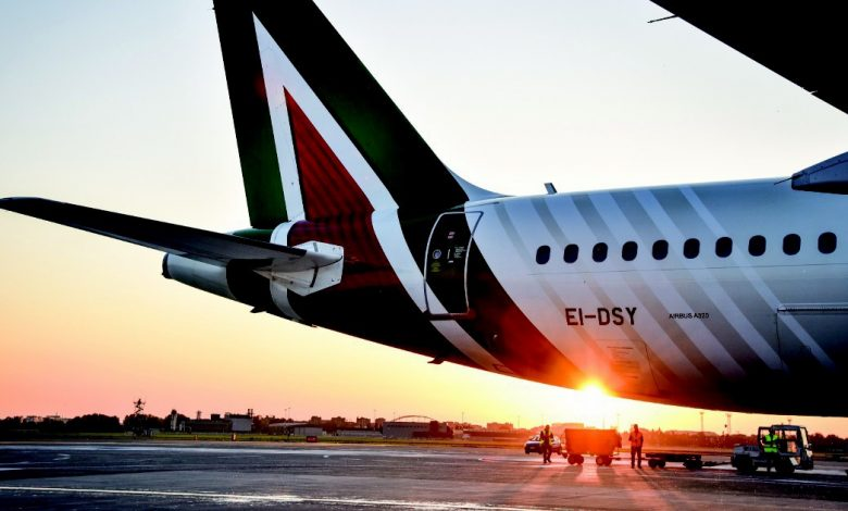 """Assaeroporti: """"Alitalia does not pay operators.""""  After bad baggage services, Enac advises passengers not to board them in custody"""