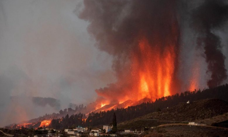 """A volcano erupts in the Canary Islands and the plot on YouTube goes wild: """"According to the Bible..."""""""