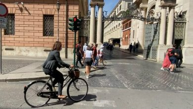 Photo of By bicycle in the Vatican to avoid pollution, the green ambassador of Australia inaugurated a new style
