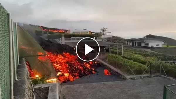 Canary Islands, lava flow overwhelms homes: great photos