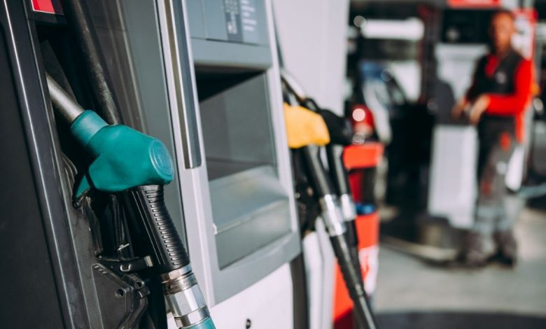 In England there is no petrol, endless queues at distributors