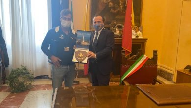 Photo of The city of Messina received Mayor De Luca, the world champion in rowing Ficarra, at the Zanca Palace »Municipality of Messina